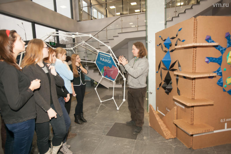 Наноасфальт и нанокирпич: выставка «Смотрите, это — нано!» удивила